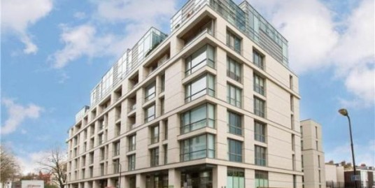 Stunning one bedroom flat next to  Swiss Cottage