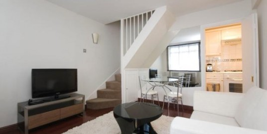Modern 2 double bedroomed house set in Kensington.