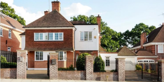 Stunning five double bedroom detached house