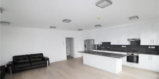 Two bedroom property in the heart of Ealing