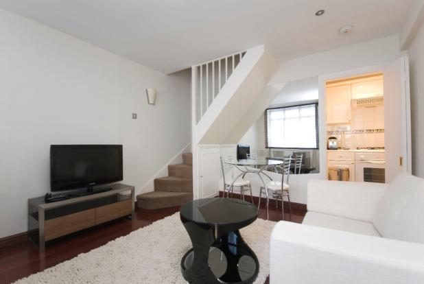 Modern 2 double bedroomed house set in Kensington.