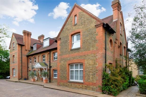 Spacious and modern two bedroom flat