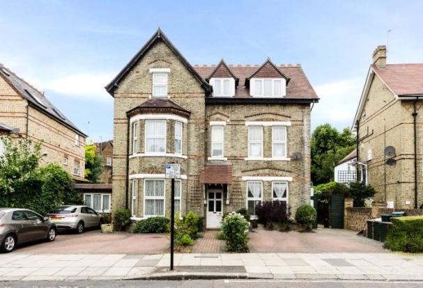 3 bedroom flat  Ealing Common