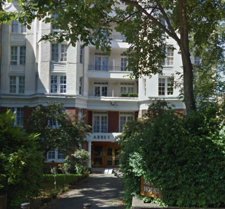 Studio flat available on the famous Abbey Road.